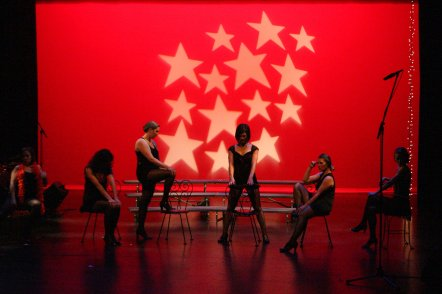 Angelica, Chiara, DeAnna, Julie, Rachel, Laura do 'The Cell Block Tango' from Chicago.